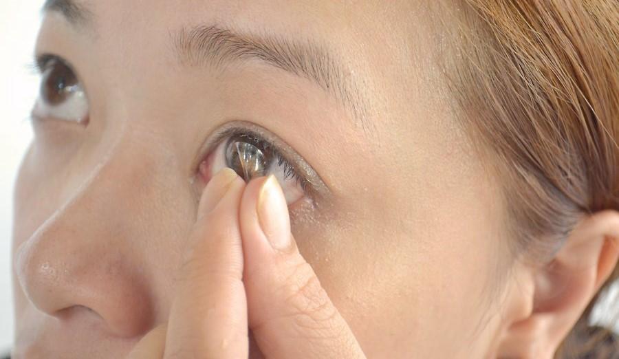 Как одеть линзу. Оптика Eyeline.